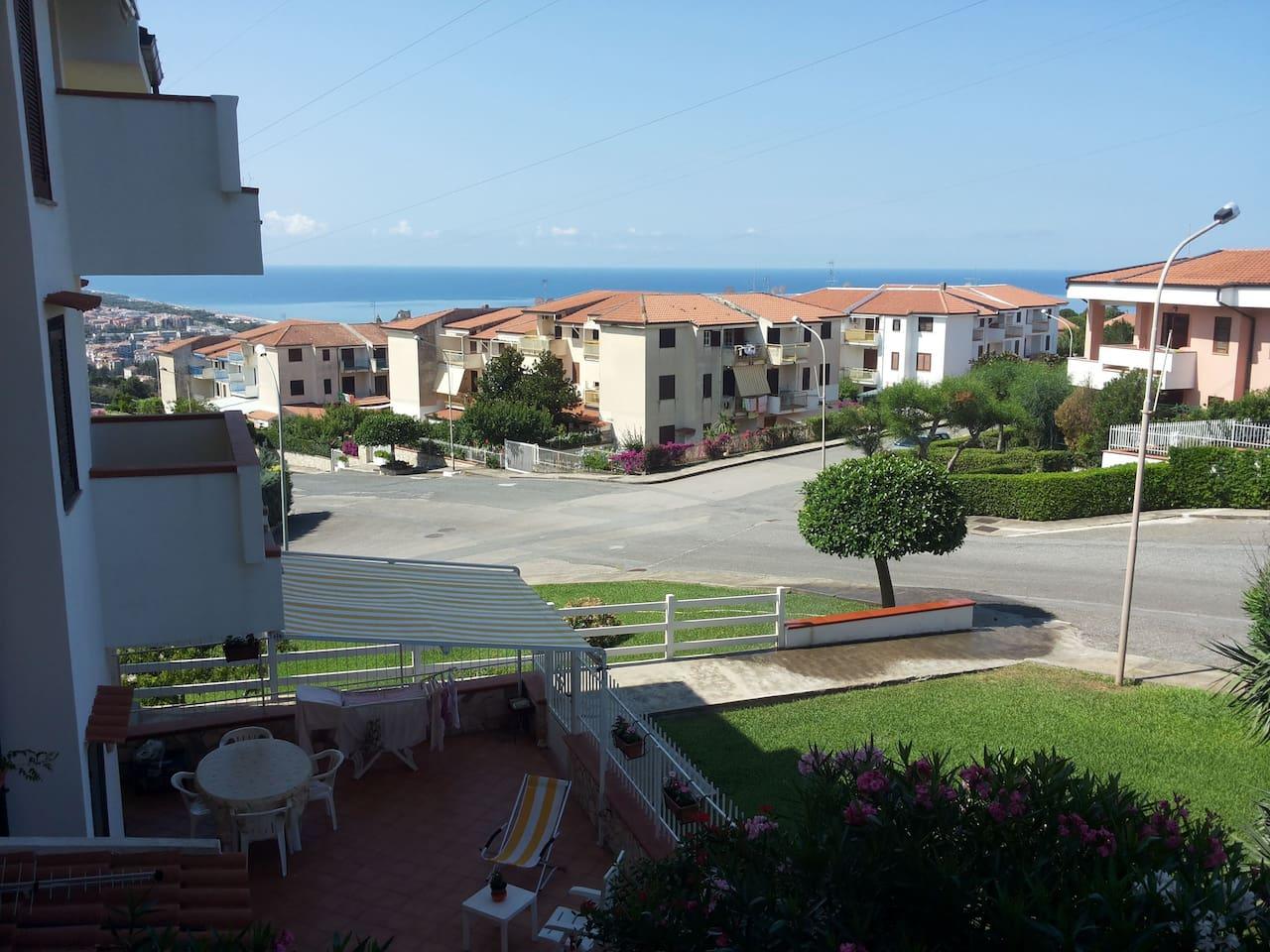 Vista panoramica dal balcone dell'appartamento