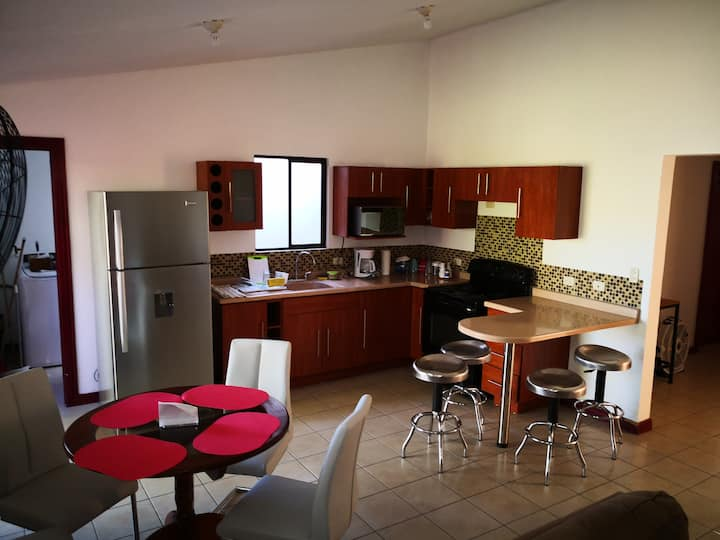 Great apartment near Airport!