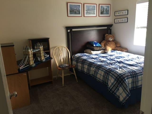 Guest room - Lake Stevens