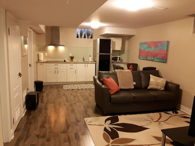 Charming suite all included for 2 - Mississauga - Leilighet