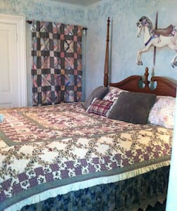 Pine Gables - Carousel Room Rental - Evanston - 独立屋