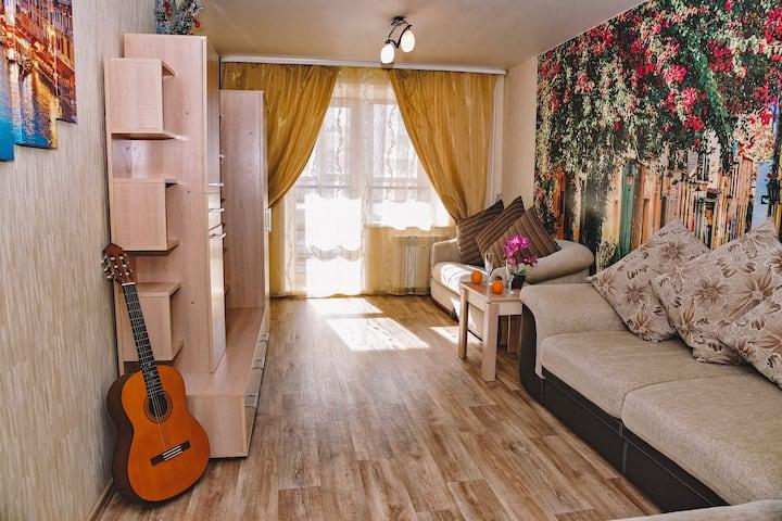 """1-ком Квартира """" Red SIberia"""" рядом с Зима-Лето"""