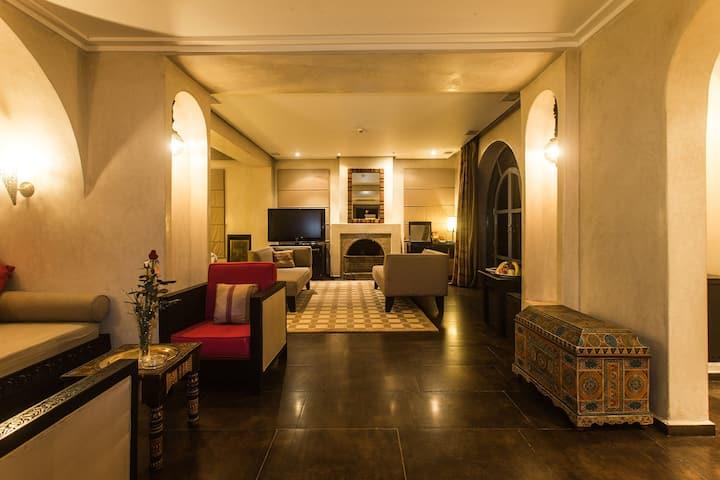Suite de luxe 80m² avec terrasse vue piscine 5