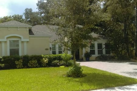 North Carolina setting in Central Florida - Bed & Breakfast
