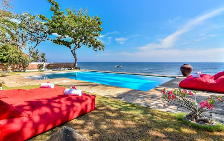 Peaceful 2 Bedroom Beachfront Villa North Bali