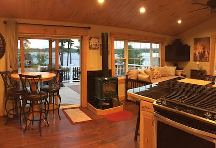 Beautifully Remodeled Cottage on Paugus Bay
