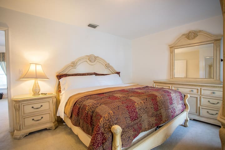 Second bedroom with a huge king size bed