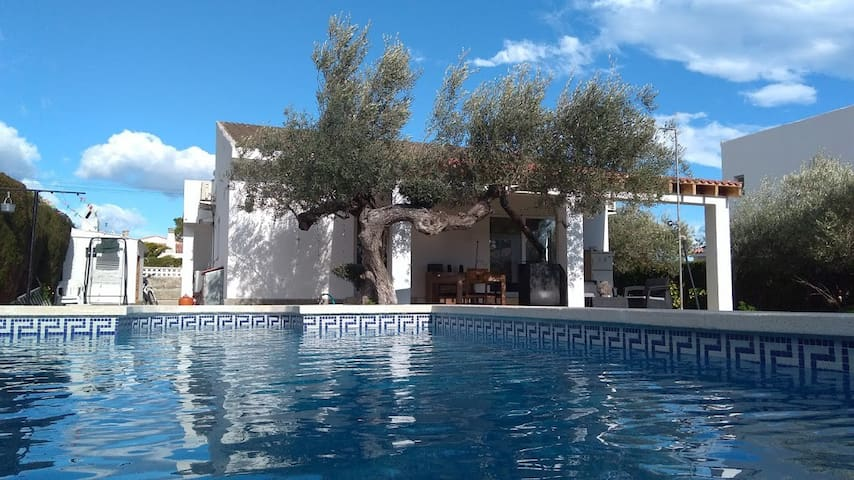 Welcome to our beautiful home with Pool, no noise - Les Tres Cales - House