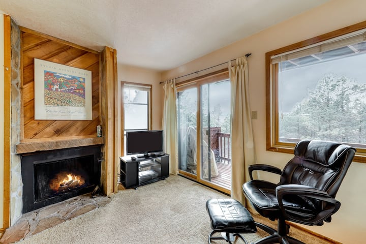 Mountain retreat style condo w/ free WiFi, jetted tub, & wood burning fireplace!
