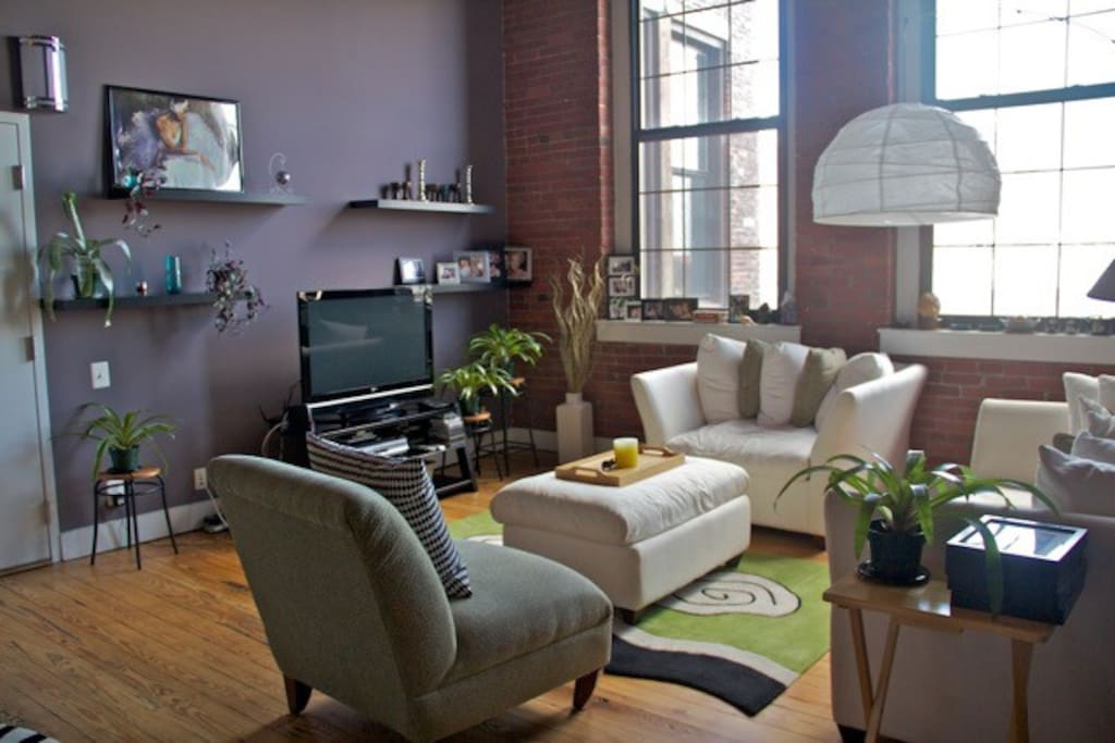 Charming Loft In Heart Of Historic District
