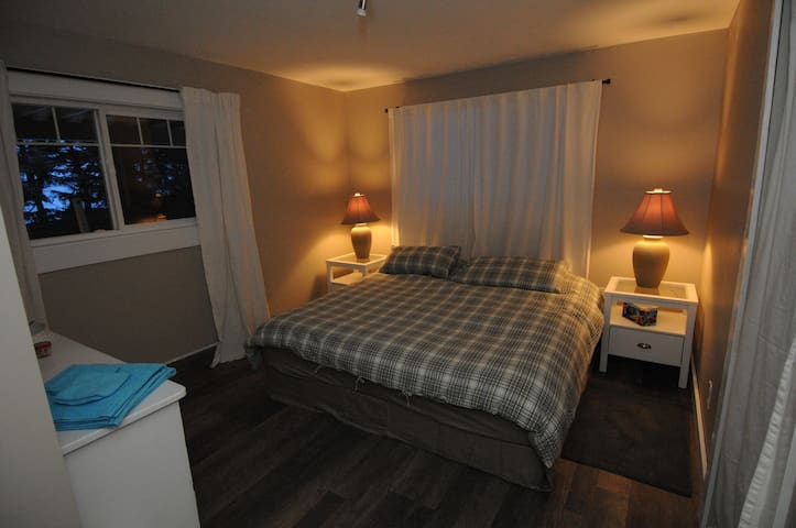 Comfy, Cozy and Clean Room - Armstrong - Bed & Breakfast
