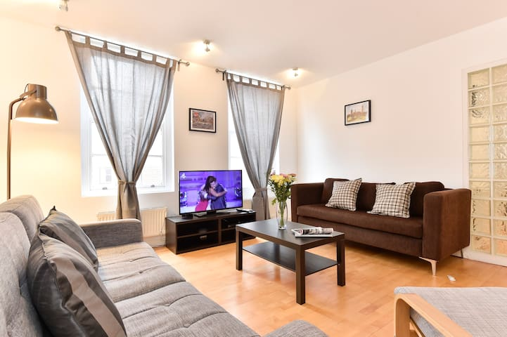 Amazing 2 Bedroom apartment close to attractions