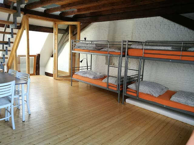 Featured 6-bed Shared Room, in the old town - Düsseldorf - Casa