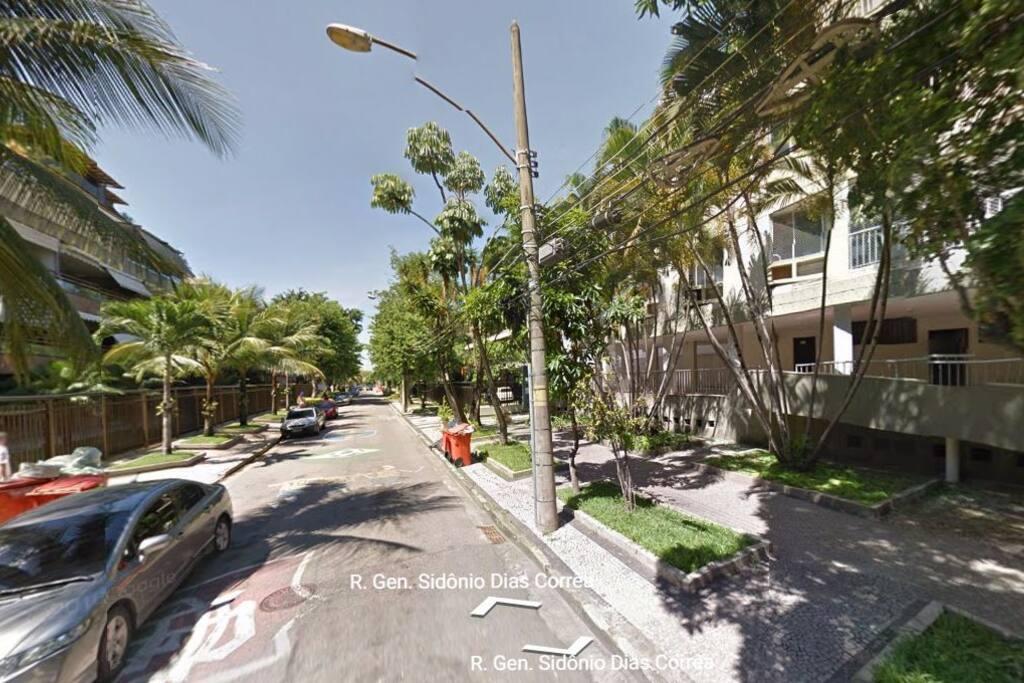Localização do apartamento na quadra da praia