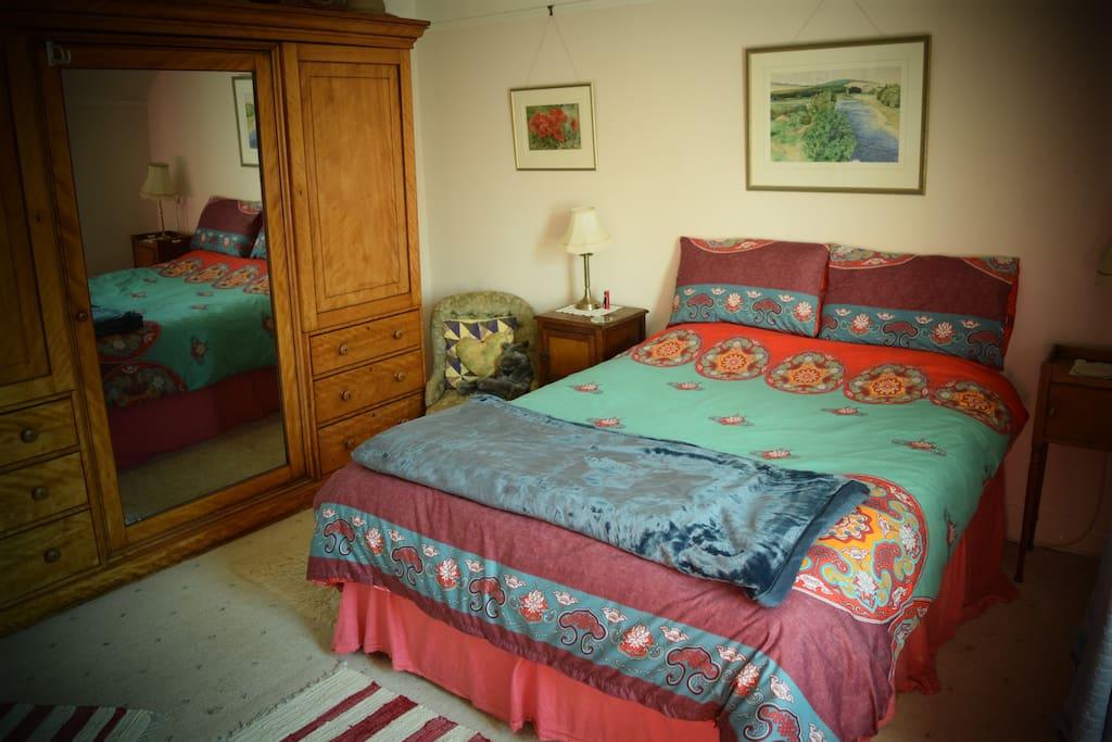 Guest Bed & Wardrobe