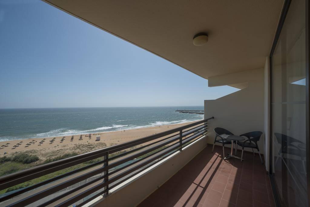 A varanda (piso 6 no redondo) e suas vistas sobre o oceano