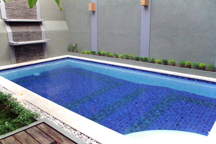 WOOD HOME JAKARTA SELATAN 3 BR/8PEOPLE/POOL VIEW - Pasar Minggu - Casa