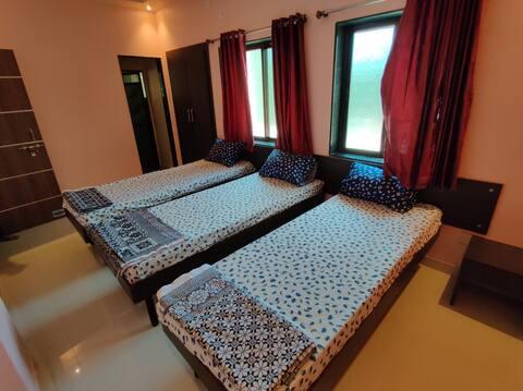 Bandekar Home Stay, AC family room