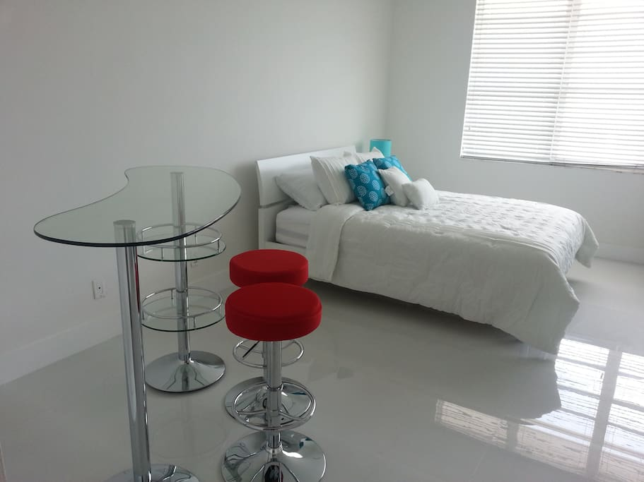 One beautifull studio with a queen size bed