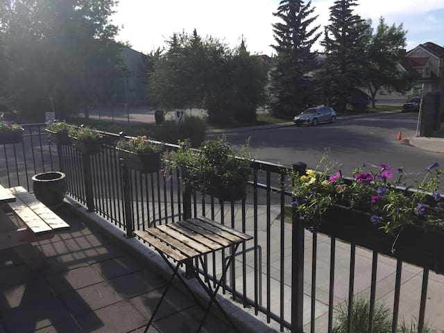 Private bed/bath in shared condo in Bridgeland