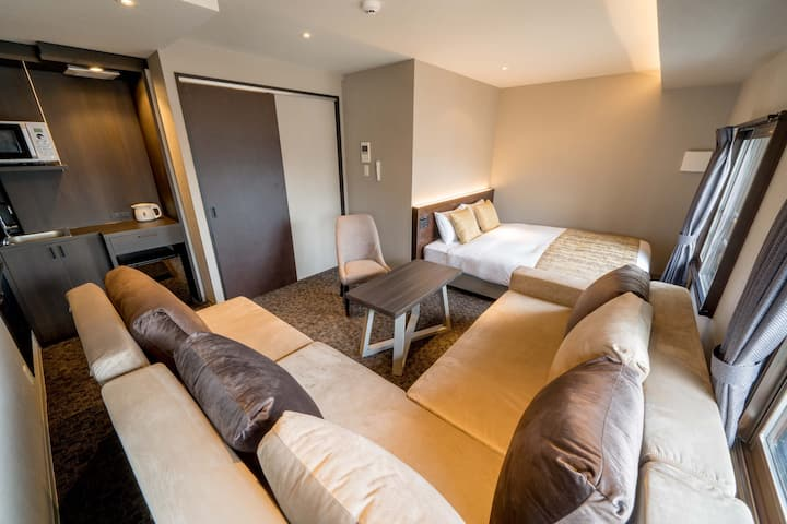 Over 30Nights【1Queen bed with 2 sofa beds for 5 B】