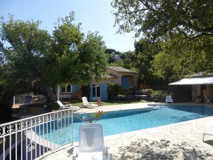 Villa pour 6 personnes avec piscine chauffée et vue mer