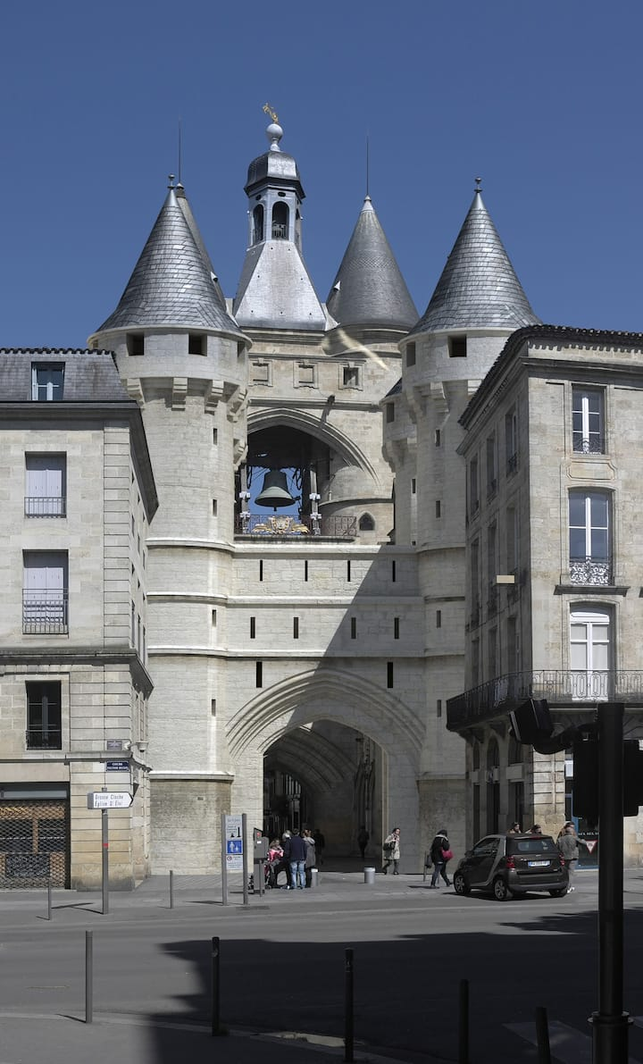 Porte St Eloi et ses six tours