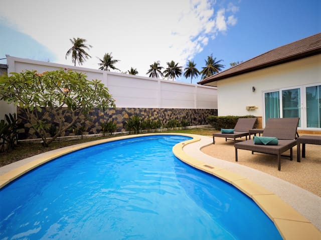 Deluxe 3 bedrooms Pool Villa in Chalong · V28