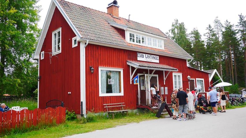 Apartment above the Café Esko - Gävle Ö - Bed & Breakfast