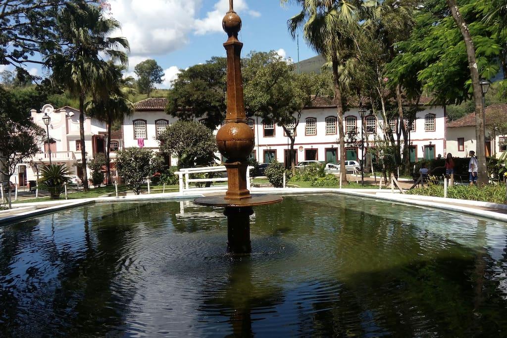 Localizada próximo ao Jardim de Mariana