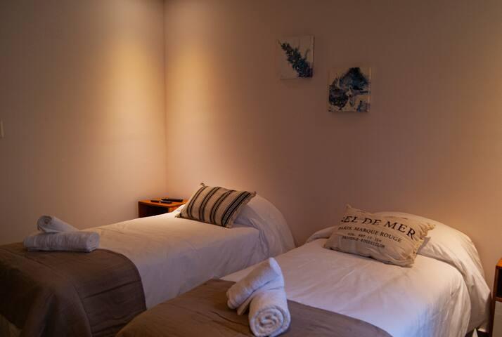 Dormitorio 2: se puede armar con una cama king o dos camas individuales