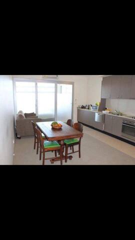 Private room, Central CBD location Newly renovated - Chippendale - Apartment