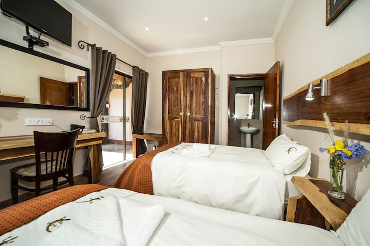 Cest Si Bon Hotel - Otjiwarongo - Bed & Breakfast