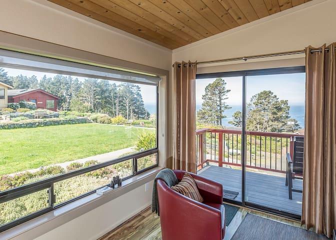 Farallon Cottage :: Ocean Views :: Pet Friendly