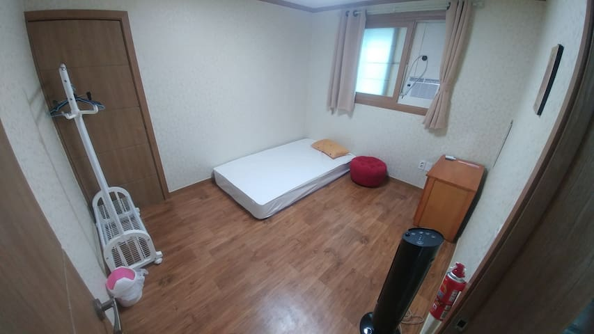 Lane B&B 102 (private type /only foreigners
