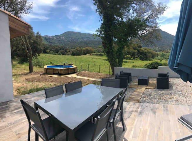 Maison entre mer et montagne avec piscine privée