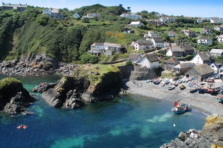 Stargazey seaside apartment near Cadgwith Cove