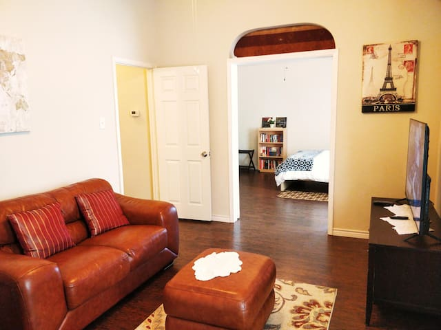 Private 2nd floor Loft: 2 Rms + bath, & *shrd Gym*