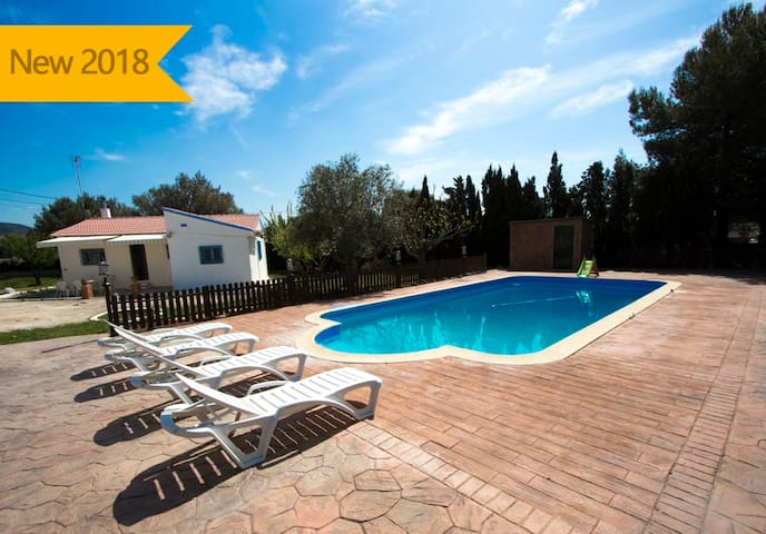 Catalunya Casas: Charming Villa La Juncosa for 8 guests only 20km from the beach!