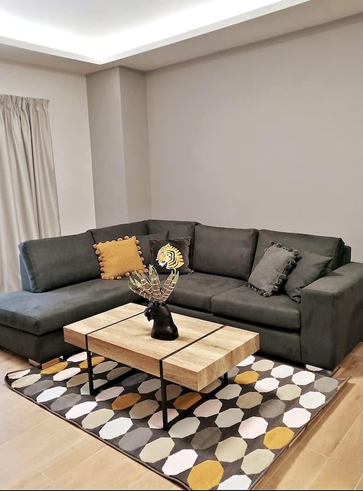 Stylish apartment, 5' drive from Piraeus Port (B4)