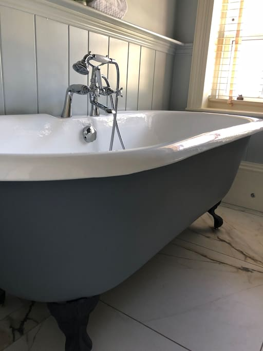 Freestanding Bath in Bedroom 11