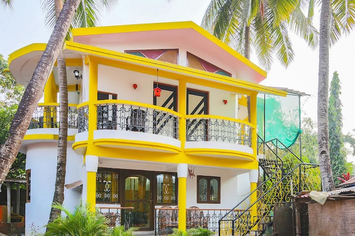 OYO - Discounted! Standard 2BHK Home near Anjuna Beach(950m)