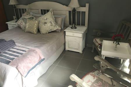 Memeza guest room
