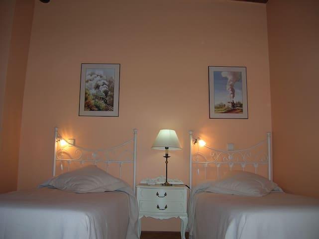 Hotel, bar-restaurante,Hab.14 - Miranda de Arga - Wikt i opierunek