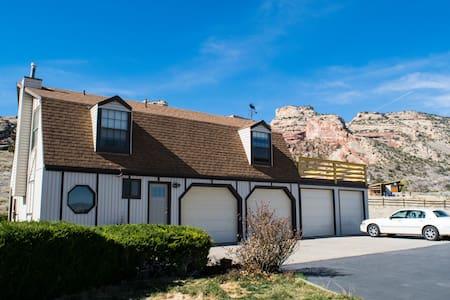 Retro/Rustic Getaway with Breathtaking Views - Grand Junction - Talo