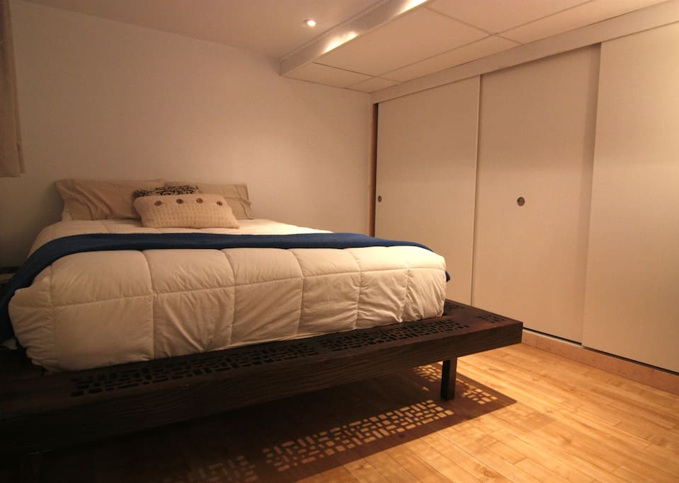 Bedroom near by the laval university bed and breakfasts for College laval piscine