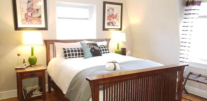 Comfy Room/Spacious private bathroom in E Mt Airy!