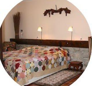 Chambre 2 ou 3 personnes - Saint-Jacques-des-Arrêts - Guesthouse