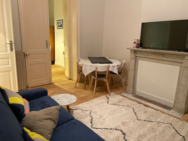 Newly renovated 2 room appartement in trendy area