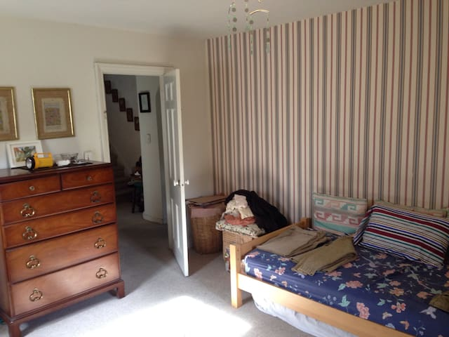 Comfy Bedroom w ensuite bathroom - Englewood - Rumah